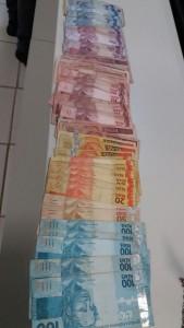 Na casa foram apreendidos: R$ 1613,00.